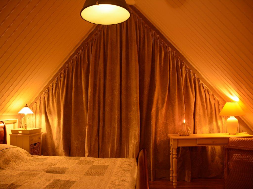 Slaapkamer boven, met balkon..