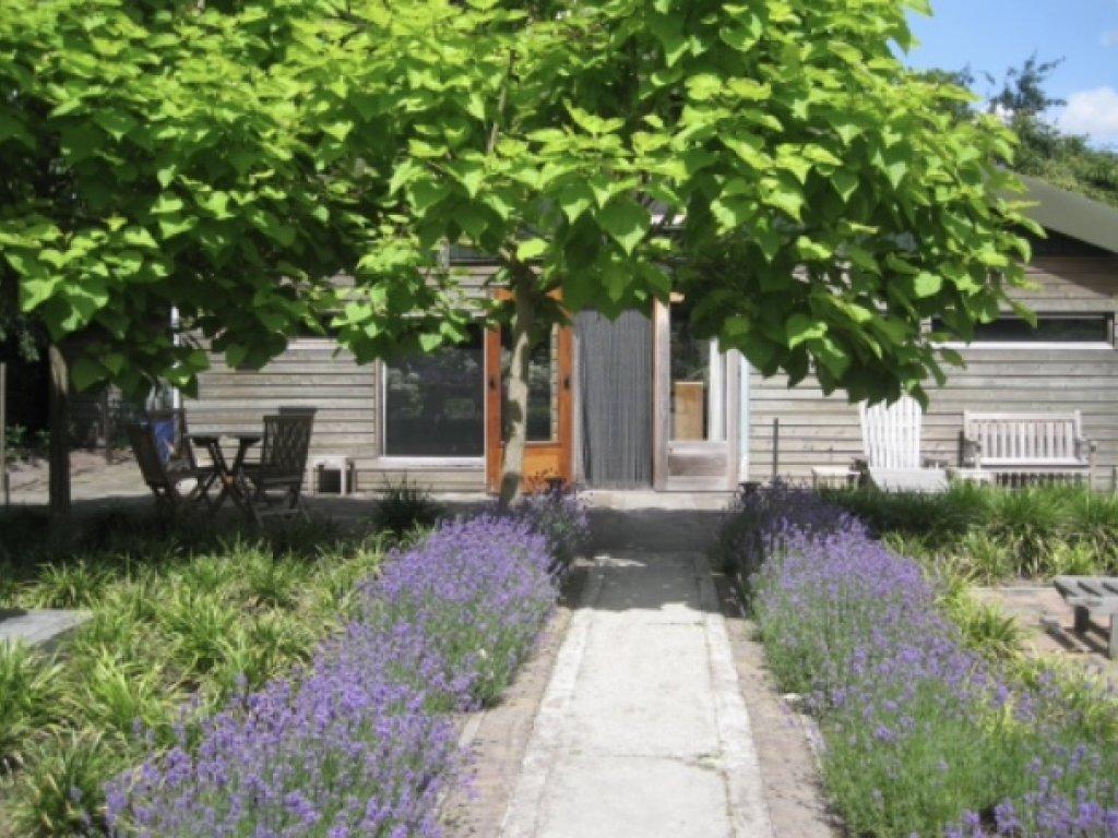 tuinhuis met terras,week€500,weekend€350,midweek€400